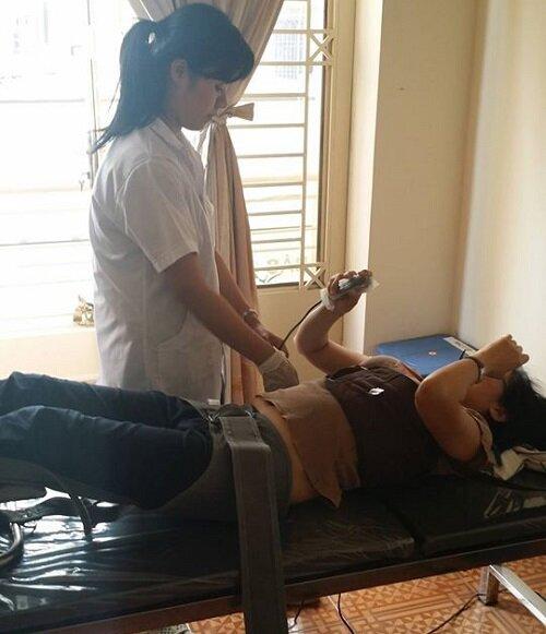 Kéo giãn cột sống hỗ trợ điều trị đau lưng