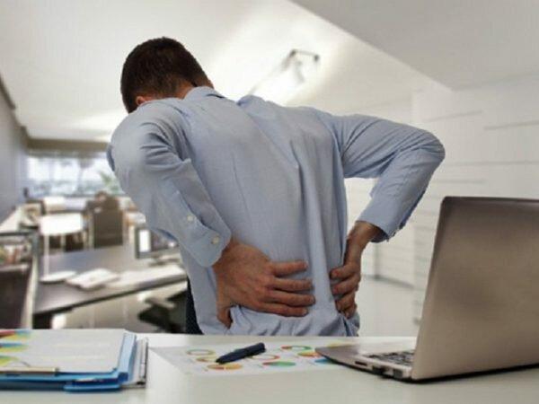 Nguyên nhân đau lưng bên trái có thể do các thói quen vận đậu xấu