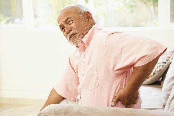 Đau thắt lưng bên phải có thể xảy ra do nhiều nguyên nhân