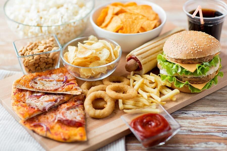 Đồ ăn nhanh nhiều dầu mỡ là những loại thực phầm người bị yếu sinh lý cần tránh xa