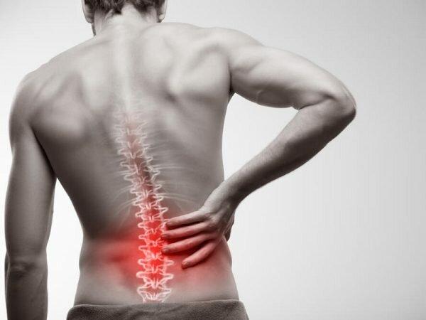 Hình ảnh người bệnh thoái hóa đốt sống lưng