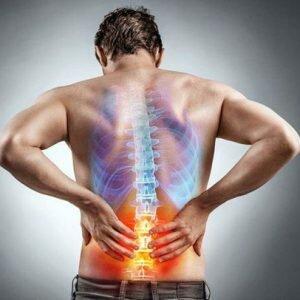 Hình ảnh đau lưng giữa cột sống ở bệnh nhân