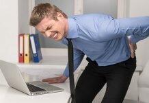 Tình trạng đau lưng không cúi được gây ra nhiều phiền toái trong sinh hoạt