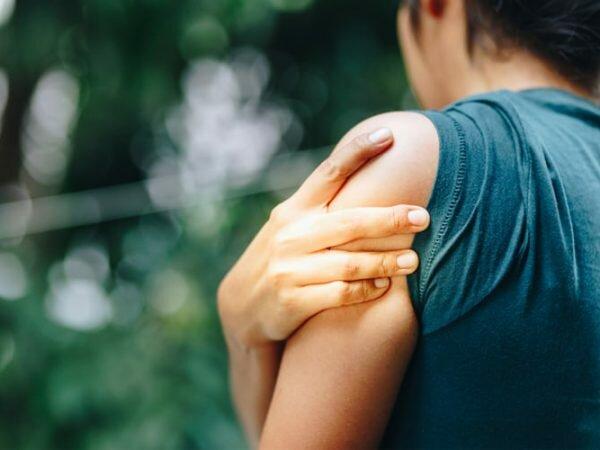 Triệu chứng của bệnh thoái hóa khớp vai