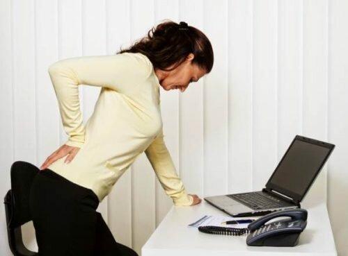 Vì sao lại bị đau lưng?