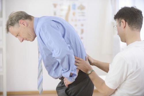Cách chữa đau lưng đau ngực hiệu quả