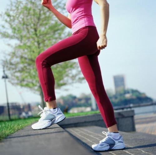 Hướng dẫn đi bộ đúng cách cho người bị đau lưng