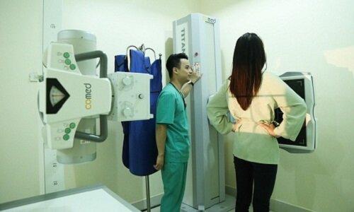 Chụp quang giúp phát hiện những tổn thương cột sống do bệnh thoát vị gây ra