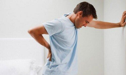 Đau lưng phía sau phổi gây ra nhiều khó khăn trong sinh hoạt hàng ngày