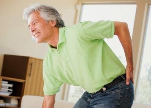 Những điều bạn cần biết về hiện tượng đau lưng và tê chân