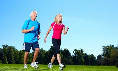 Đi bộ có lợi cho bện nhân bị gai cột sống