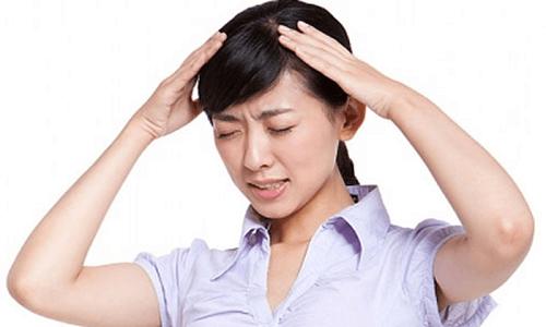 Người bệnh có thể bị đau đầu, chóng mặt sau khi uống thuốc Nolpaza 40mg
