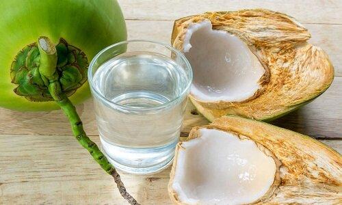 Người bị suy thận uống nước dừa được không?