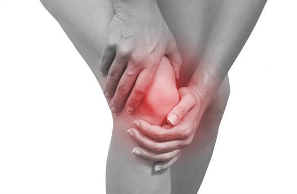 Sưng đau khớp là biểu hiện dễ gặp